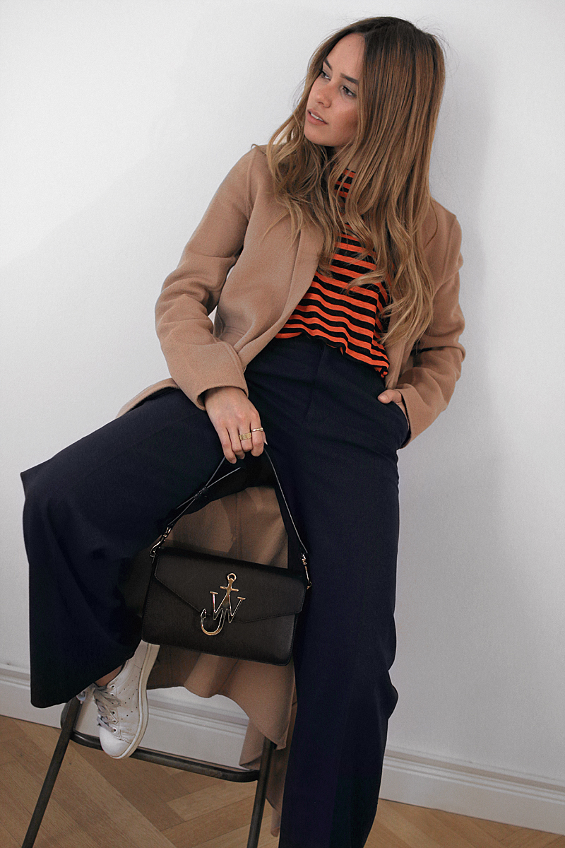 J.W. Anderson Bag, Maje Camel coat, Striped shirt, Pants with wide legs – H&M. Adidas Stan Smith Sneakers