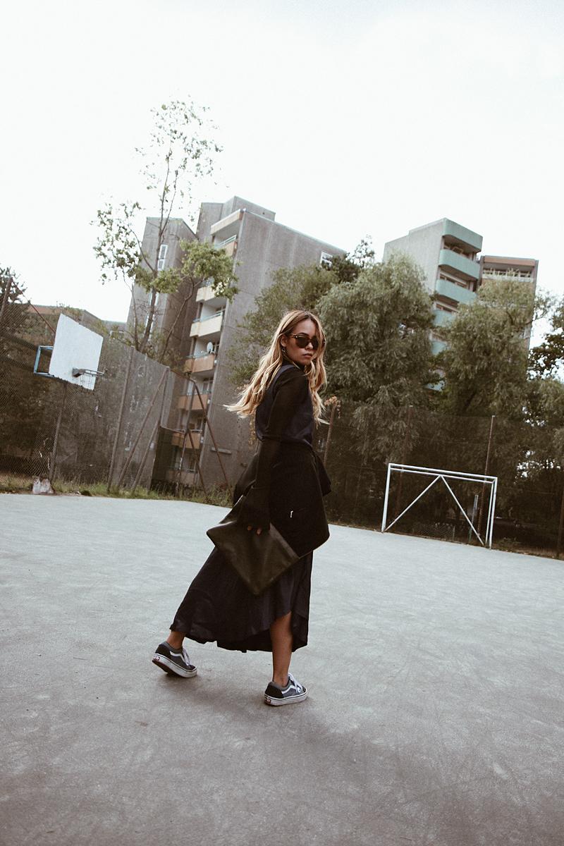 Outfit: Desi is wearing: Acne Studios Frame, Sunglasses Edited x Luma Grothe dress, mesh top with bell sleeves, Vans old skool sneakers, clutch, Rosefield watch, Jasmina Jovy jewellery.