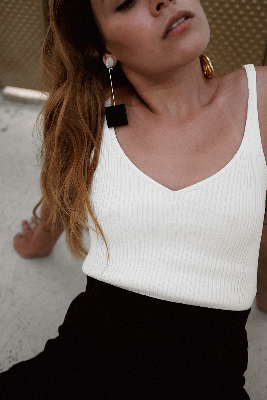 Jacquemus Le Carre earrinngs, Tibi strap sandals, round raffia bag, Tôteme headband, white ribbed top, black ribbed culottes