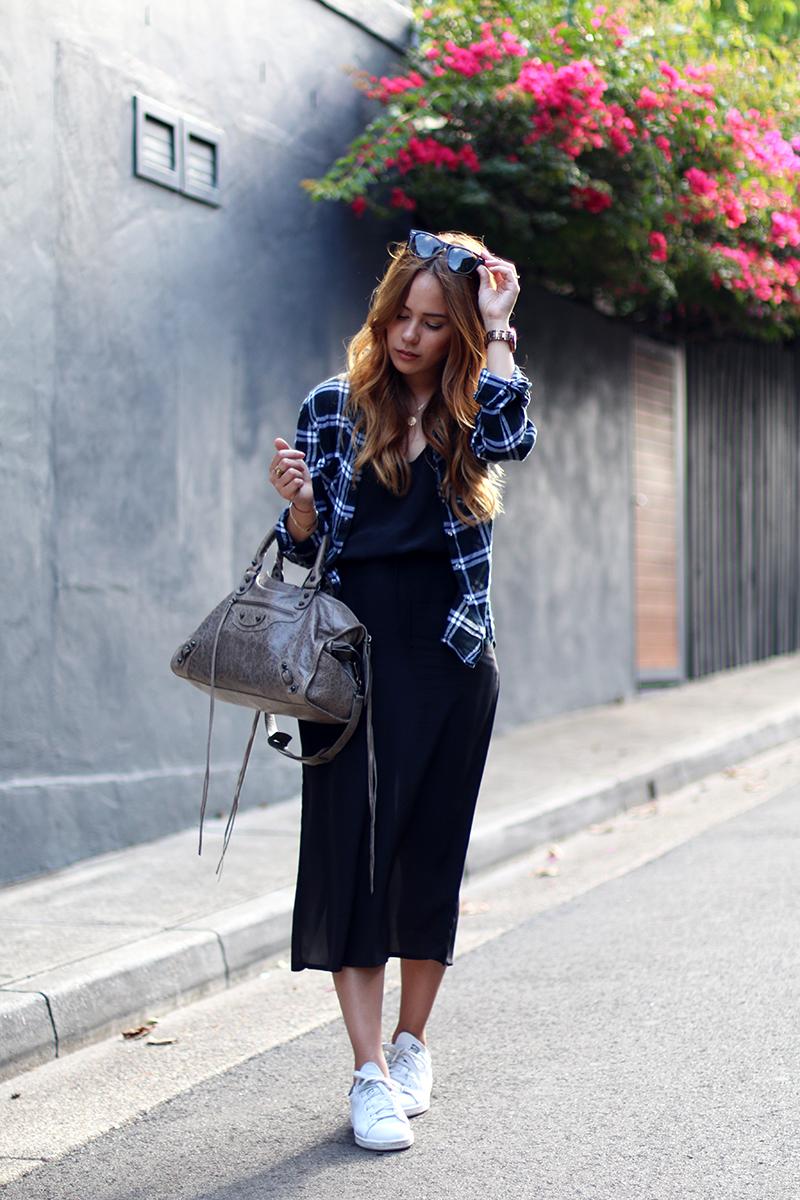 Balenciaga City in Gris Poivre, Mididress, Flannel Shirt, Adidas Stan Smith