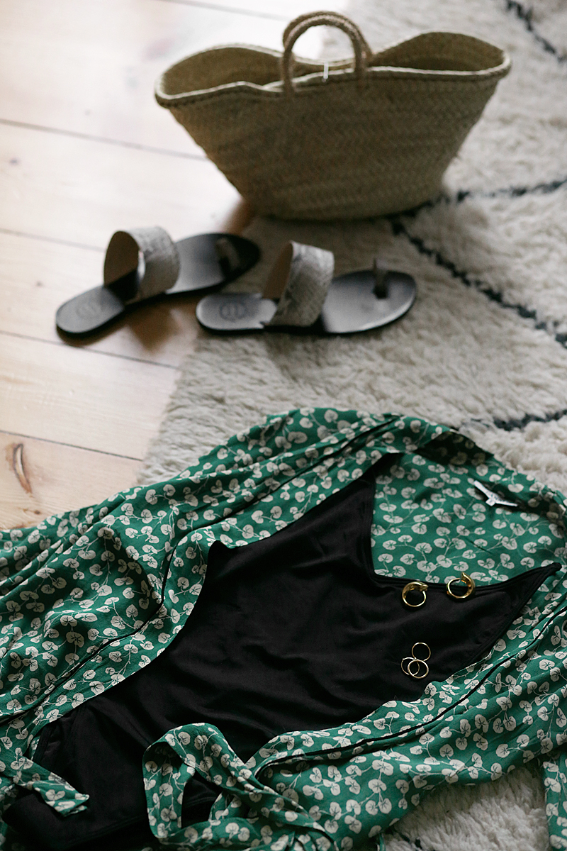 Summer essentials and what I pack for Cuba: Green kimono, black swimsuit, straw bag, sandals