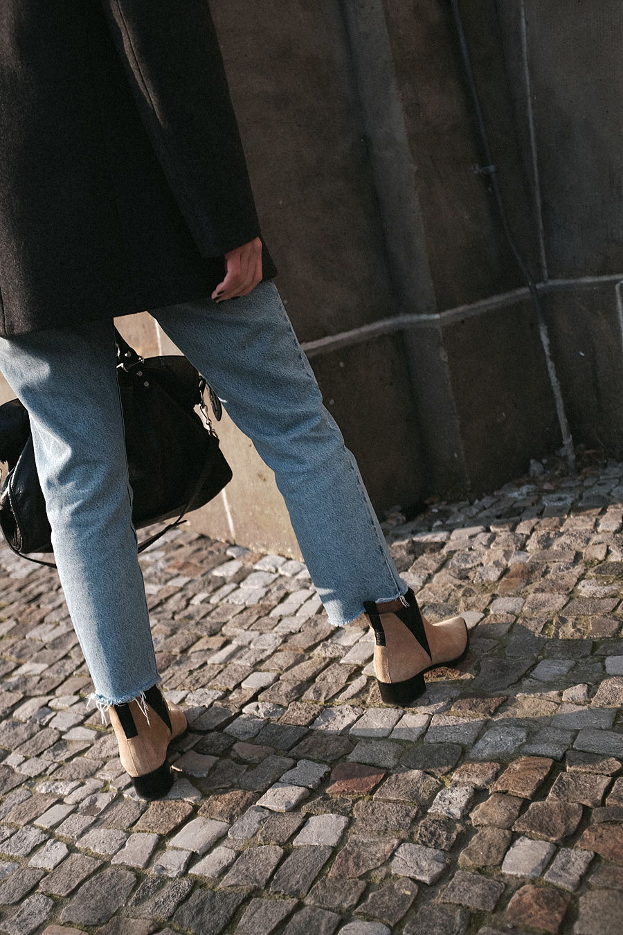 0b51617ee0 Nisi is wearing  Balenciaga Giant 12 City Bag